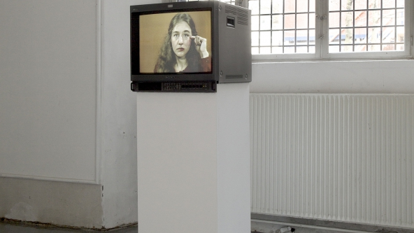 "Martha Rosler ""Martha Rosler Reads Vogue"" (1982). Installationsview. Foto: Frida Gregersen"