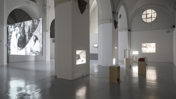 "Samson Kambalu ""Psychogeographical Nyau Cinema"" (2015). Installationsview. Foto: Frida Gregersen"