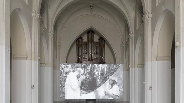 """Yael Bartana """"Pardes (Orchard)"""" (2015). Installationsview. Foto: Frida Gregersen"""