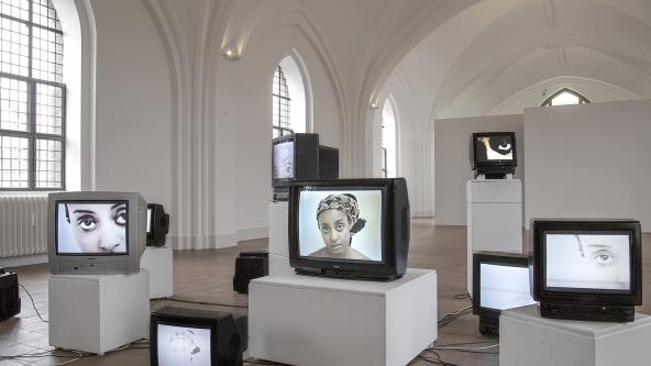 "Zina Saro-Wiwa ""Mourning Class: Nollywood"" (2010). Detalje. Foto: Frida Gregersen"